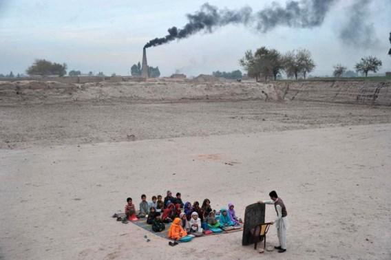 """<p>Een open klasje nabij Jalalabad.<span class=""""credit"""">afp</span></p>"""