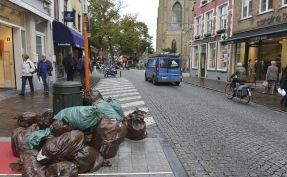Met het einde van staking, verdwijnt ook de afvalberg uit de stad.