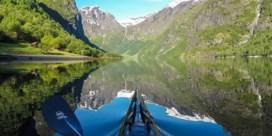 Fotograaf neemt je per kajak mee in de Noorse natuur