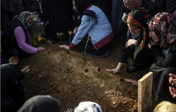 Ook maandag werden in Istanbul nog slachtoffers begraven van de dubbele bomaanslag in Ankara.