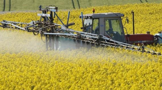 Zowat 70.000 professionele gebruikers, vooral landbouwers, zullen een licentie op zak moeten hebben.