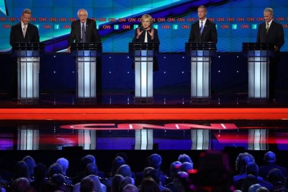 (V.l.n.r.) Jim Webb, Bernie Sanders, Hillary Clinton, Martin O'Malley en Lincoln Chafee.