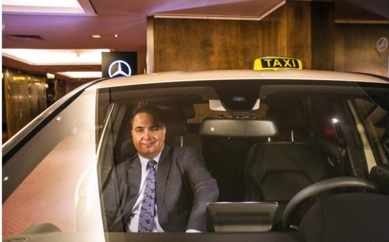 Matthew Daus in een Antwerpse taxi. 'De taximarkt helemaal dereguleren, is geen goed idee.'