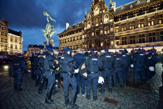 Bij een betoging in maart voor het Antwerpse stadhuis was de politie massaal aanwezig.