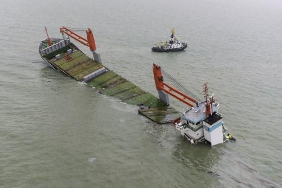Het wrak vormt een bedreiging voor het milieu en het scheepvaartverkeer.