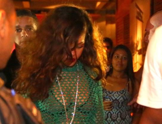 Rihanna draagt Belgische beha