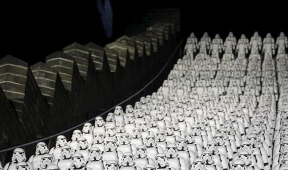 Deze week werden 500 beeldjes van 'Stormtroopers' op de Chinese Muur geplaatst als promostunt.