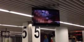 Luchthaven van Lissabon verwelkomt reizigers met porno