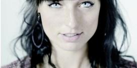 LITERATUUR. Debuutprijs voor Lara Taveirne