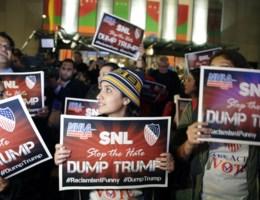 5.000 dollar voor wie Trump een racist noemt op Saturday Night Live