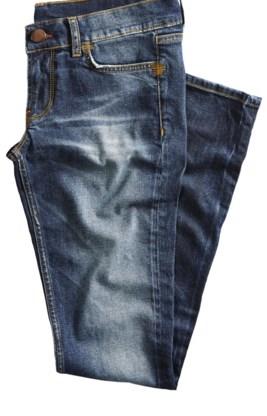 Door met kortere vezels te werken gaan stukken textiel, zoals broeken, sneller rafelen en scheuren. Dat kan in sommige gevallen als modieus worden ervaren, maar leidt vaak ook tot snellere vervanging omdat de kledingstukken er vlug oud uitzien. Heel wat ritssluitingen geven er ook eerder de brui aan dan vroeger.