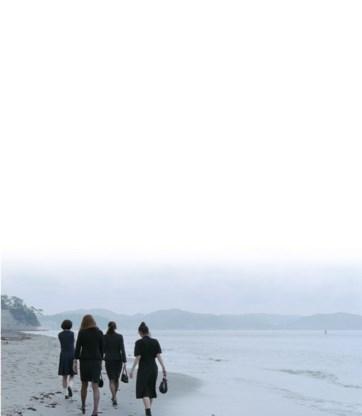 Drie ouderloze dochters ontfermen zich over hun halfzusje: teder maar niet sentimenteel.