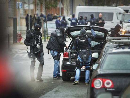 Speciale politie-eenheden voerden gisteren een antiterreuractie uit in de Delaunoystraat in Sint-Jans-Molenbeek. De voortvluchtige verdachte Salah Abdeslam werd er niet aangetroffen.