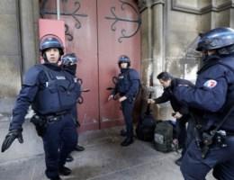 Franse politie hakt kerkdeur open na verdacht geluid in klokkentoren