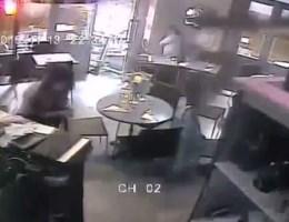 VIDEO. Nieuwe beelden aanslagen Parijs door bewakingscamera café