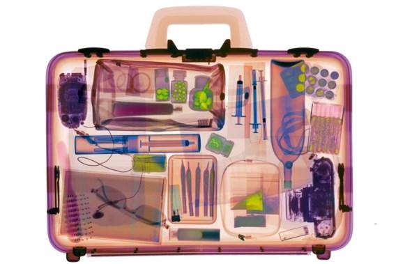 Koffer tijdens röntgentest: 'Na de gebeurtenissen in Parijs is er meteen veel meer vraag naar onze producten.'