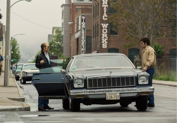 Johnny Depp (links) speelt de legendarische Amerikaanse gangster James 'Whitey' Bulger.