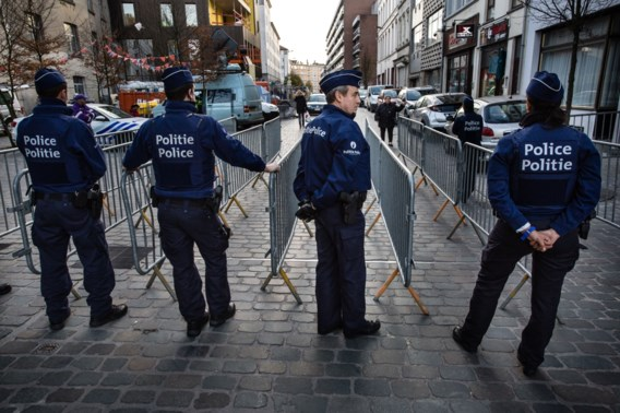 Politieagenten in Molenbeek. 'Door de terreurdreiging is de alertheid bij politiemensen sterk toegenomen', zegt Paul Van Thielen.
