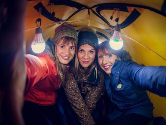 Dit jaar brengen Eva De Roo, Siska Schoeters en Linde Merckpoel 'De warmste week' naar uw huiskamer.