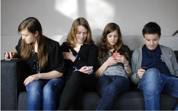 Onder andere voorruiten van auto's, horloges of brillen zullen de plaats van het alomtegenwoordige smartphonescherm overnemen.
