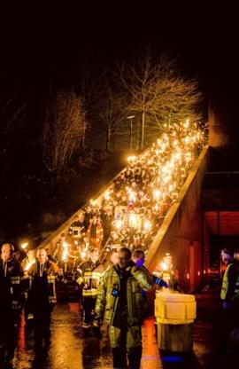 De 1.200 brandweermannen zamelden 48.112 euro in voor To Walk Again: bepaald indrukwekkend.