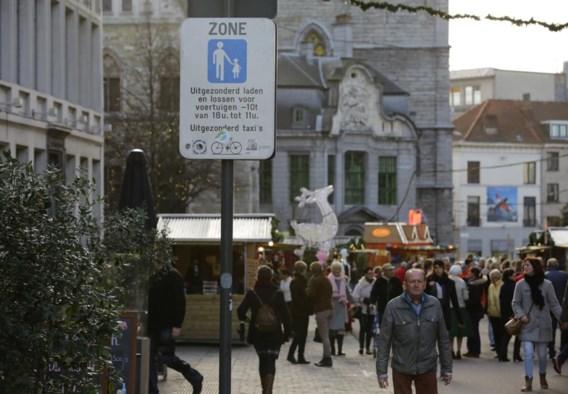 De voetgangerszone wordt beter aangeduid en camera's zullen helpen controleren of auto's een toelating hebben om er te komen.