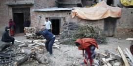 Al verschillende slachtoffers aardbeving Nepal omgekomen van de koude