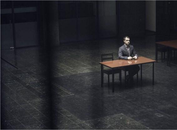 'Occupied', politieke spanning op en naast het scherm.
