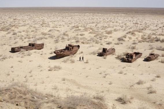 Hier bevond zich vroeger de oever van het Aralmeer. Een monument bij de vroegere vissershaven van Moynaq herinnert eraan.