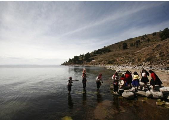 In toeristische brochures staat het Titicacameer beschreven als 'een mythische plek met staalblauw water'. De waarheid is minder idyllisch.