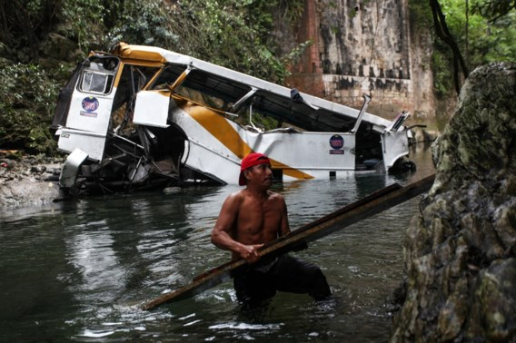 Drama in Mexico: 21 doden nadat bus voetbalteam te pletter stort