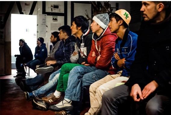 Een hapje, een drankje, een praatje: voor de vluchtelingen is Cinemaximiliaan meer dan een filmavond.