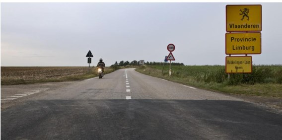 De taalgrens in Rukkelingen-Loon. 'Het vastleggen van de taalgrens in 1962-63 was eigenlijk een eerste staatshervorming', aldus Wouters en Vuye.