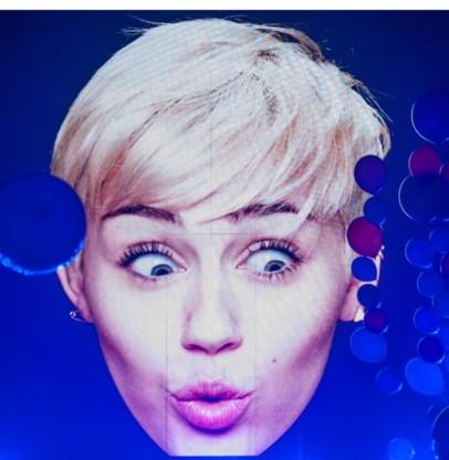 Miley Cyrus keert terug naar het kleine scherm.