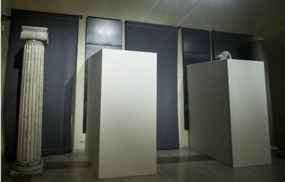 President Rohani kreeg geen naakte standbeelden te zien in Rome.