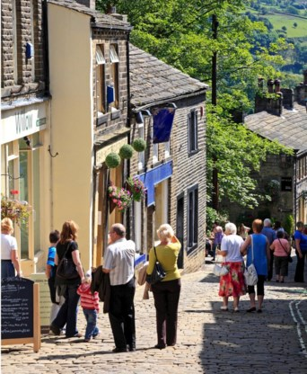 Haworths Main Street: toeristen in Brontë Country.