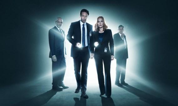 David Duchovny en Gillian Anderson (het duo in het midden) zijn nog geen zombiehaar veranderd.