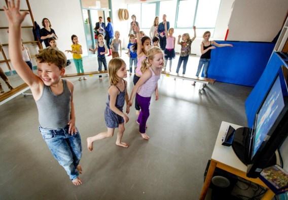 Leerlingen in een Nederlandse school krijgen turnles via de Xbox.
