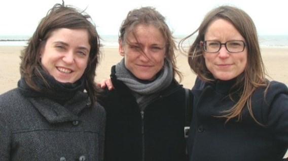 Tine Nys (midden) tussen haar zussen.