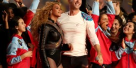 IN BEELD. Beyoncé steelt show op Super Bowl