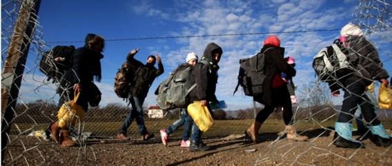 Vluchtelingen onderweg van Macedonië naar Servië.