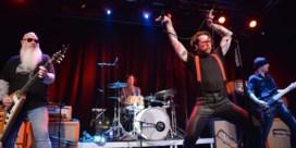 Eagles of Death Metal zichtbaar opgelucht bij terugkeer op podium