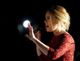 Wat was er aan de hand met Adele tijdens de Grammy's?