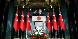 Erdogan belooft terug te slaan na aanslag