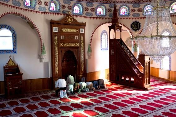 Regering trekt geld uit voor imams in strijd tegen radicalisering