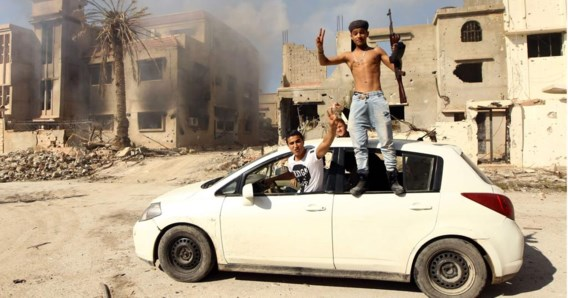 Strijders die trouw zijn aan de internationaal erkende regering van Libië, heroverden de voorbije week in Benghazi terrein op islamistische milities, waaronder IS.