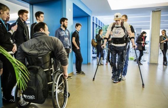 Ex-motorcrosser Joël Roelants in het Ekso Bionics-pak: 'Na een sessie in het pak voel ik me sterker.'