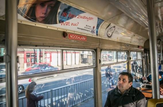De omstreden banners op de Antwerpse trams zijn intussen weggehaald, op vraag van minister Weyts.