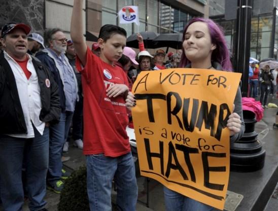 Een Democratische tegenbetoger in Kansas City, Missouri.