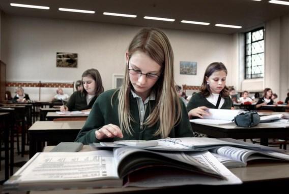 """<p>Meisjes in het Sint-Bavohumaniora in Gent.<span class=""""credit"""">Joost van den Broek</span></p>"""